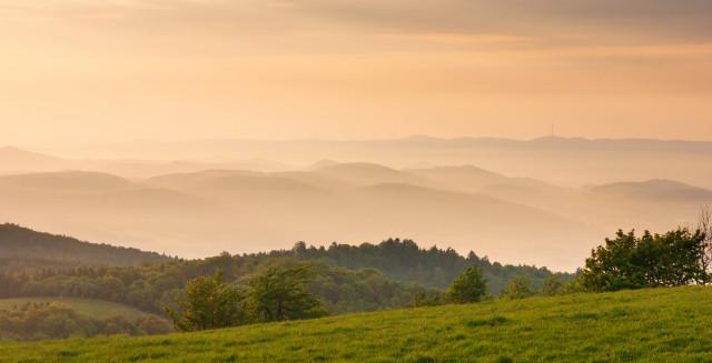 Blick vom Mückenberg (Komáří hůrka) auf das Böhmische Mittelgebirge