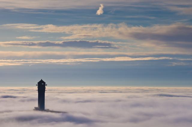 Leuchtturm im Nebelmeer