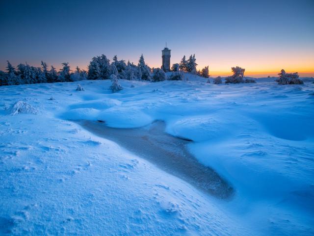 Abenddämmerung im Winter auf der Hornisgrinde