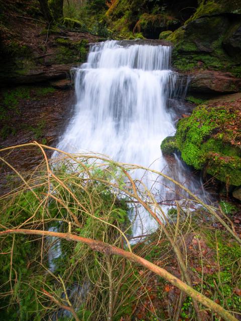 Xanderklinge, Wasserfall mit Treibholz