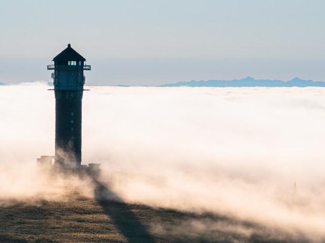 Feldbergturm vor dem Nebelmeer