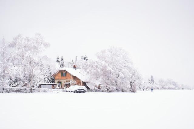 Bahnwärterhaus bei Freiburg-Littenweiler im Schnee